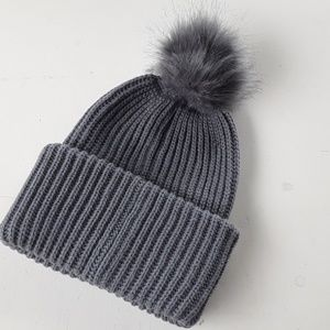 WOMEN'S BASIC BEANIE WITH FUR POM GREY NWT